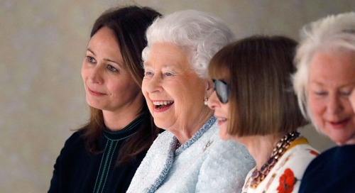 The Queen Made A Surprise Appearance At London Fashion Week Next To Anna Wintour